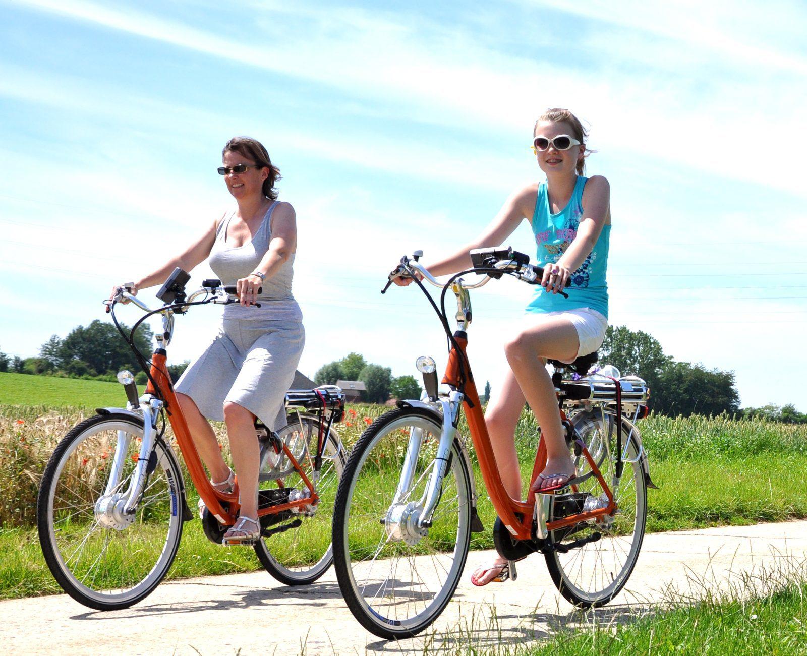 Biking in Giethoorn