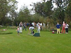 Playing Mini- or Midget-golf in Giethoorn