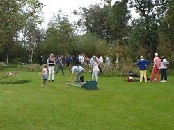 Playing Mini- or Midget-golf in Giethoorn