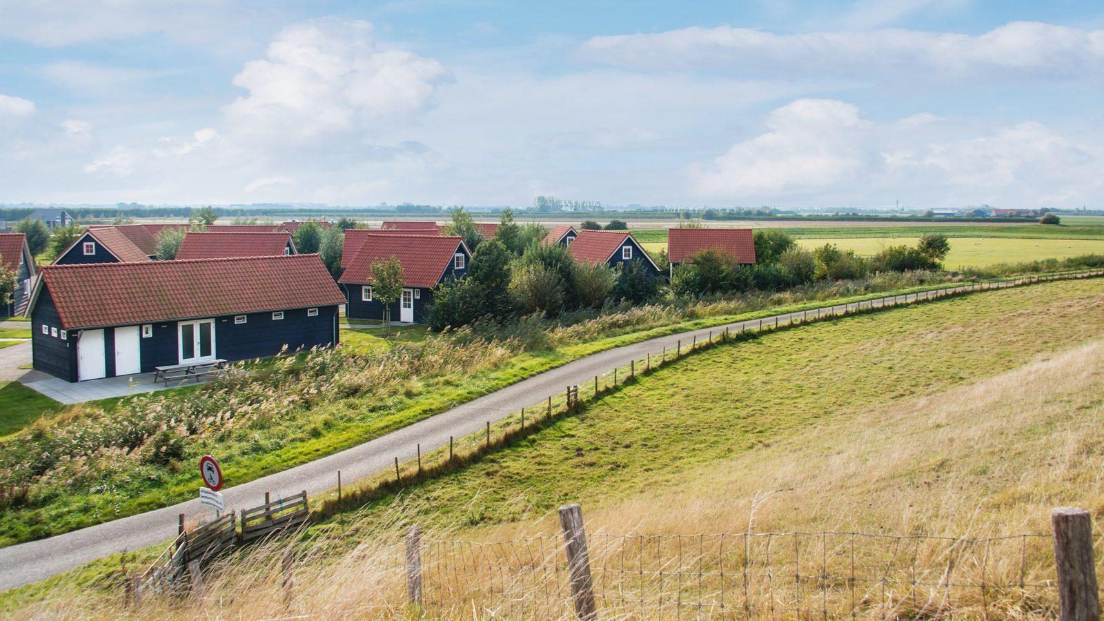 Five-person bungalow Zeeland