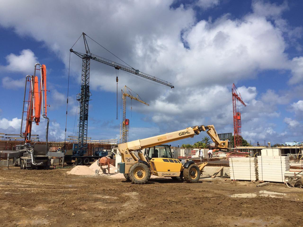 De bouwmaatschappij op Bonaire is druk aan de gang geweest met de bouw van het resort. De eerste stappen zijn gezet en het ziet er mooi uit.