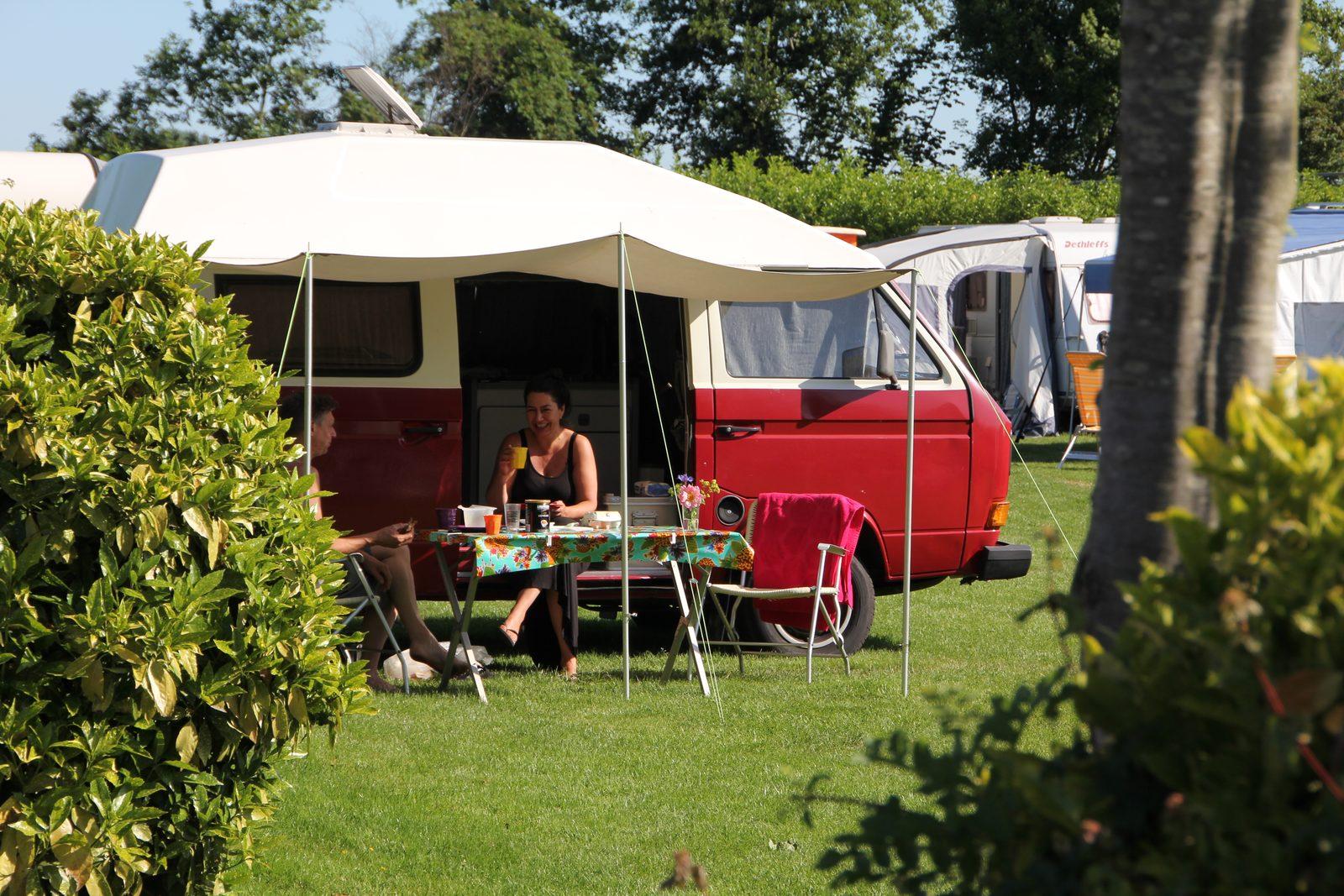 """Jeroen V. """"Leuke gezellige camping met heerlijke ligging aan de dijk en water."""""""