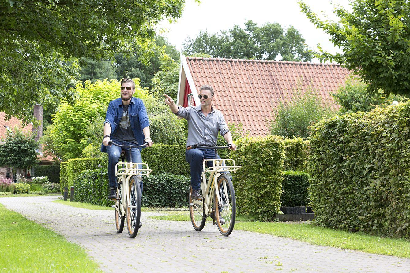 Tijdens je vakantie bij wellness vakantiepark Onthaasten in de Achterhoek op de fiets in de Achterhoek.