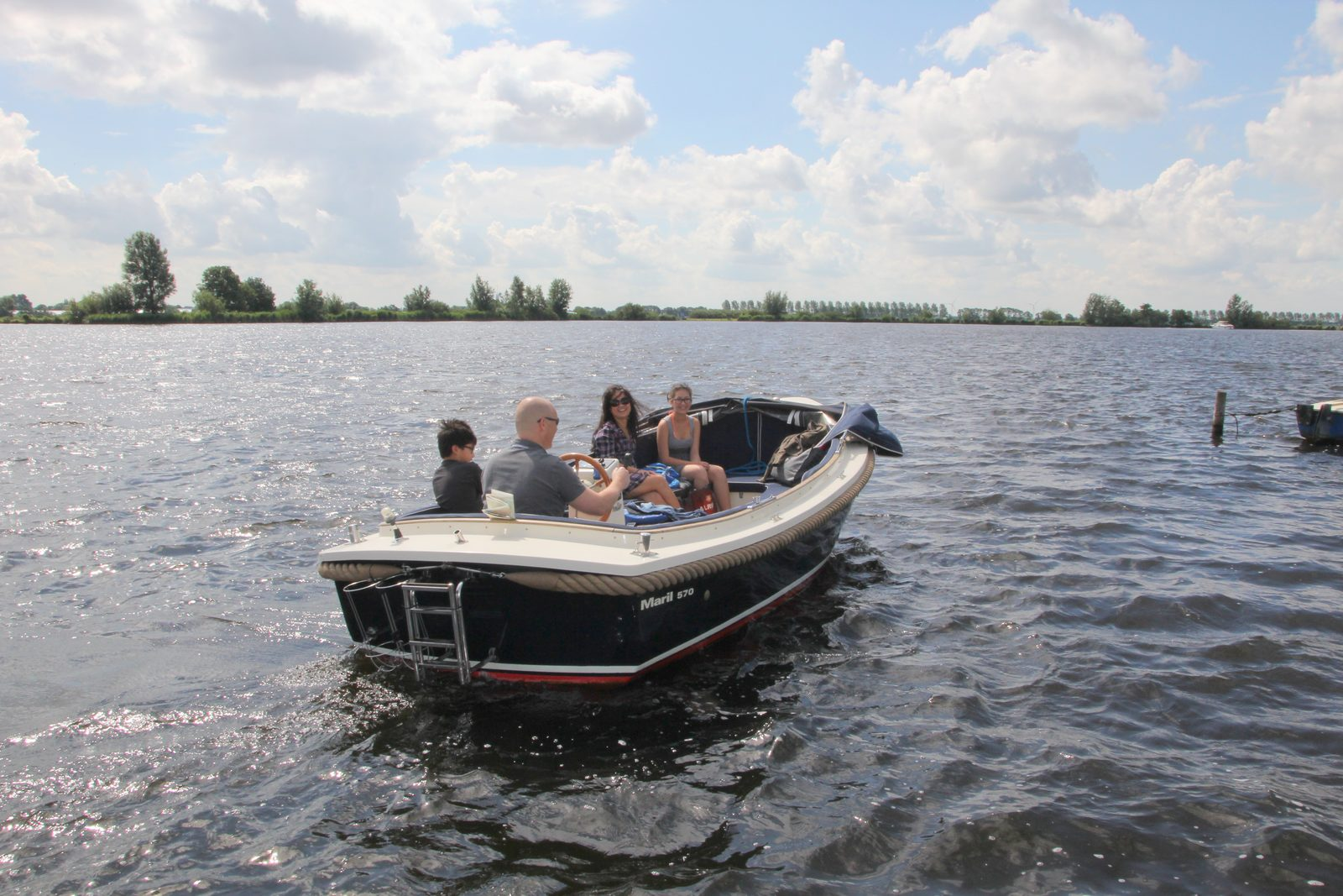 Boat rental to park guests