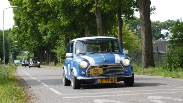 Mini Cooper rijden op de Veluwe