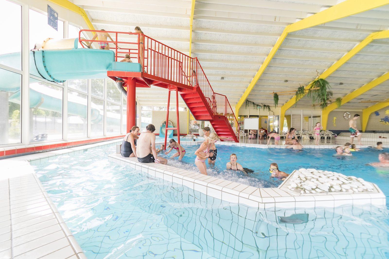 Binnen- en buitenzwembad