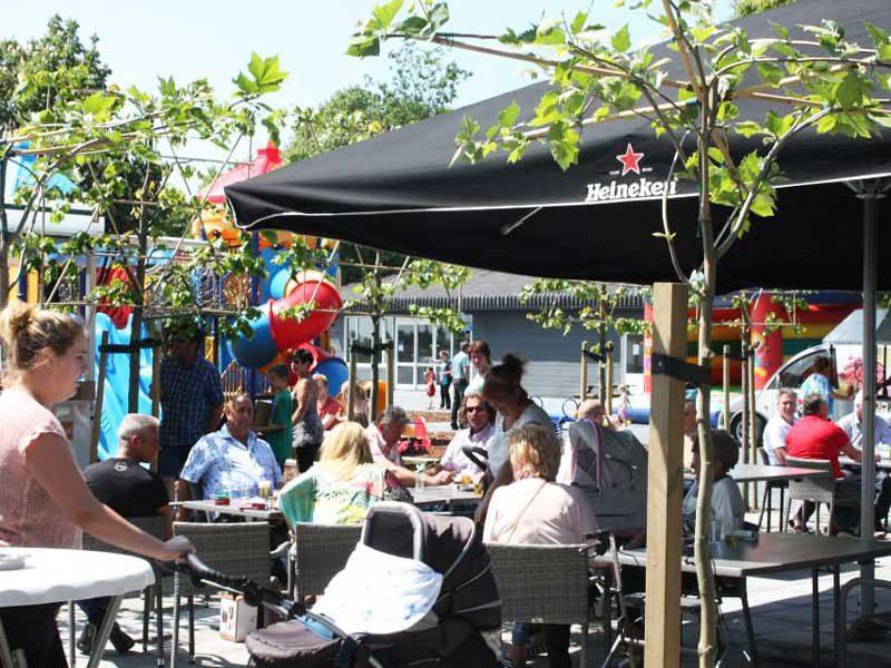 """Rezeption Park-Shop """"Vers & Lekker"""" Cafeteria Restaurant """"Hamburgers & More"""" Pub """"Old Sailor"""" Der große Saal für Partys und Veranstaltungen"""