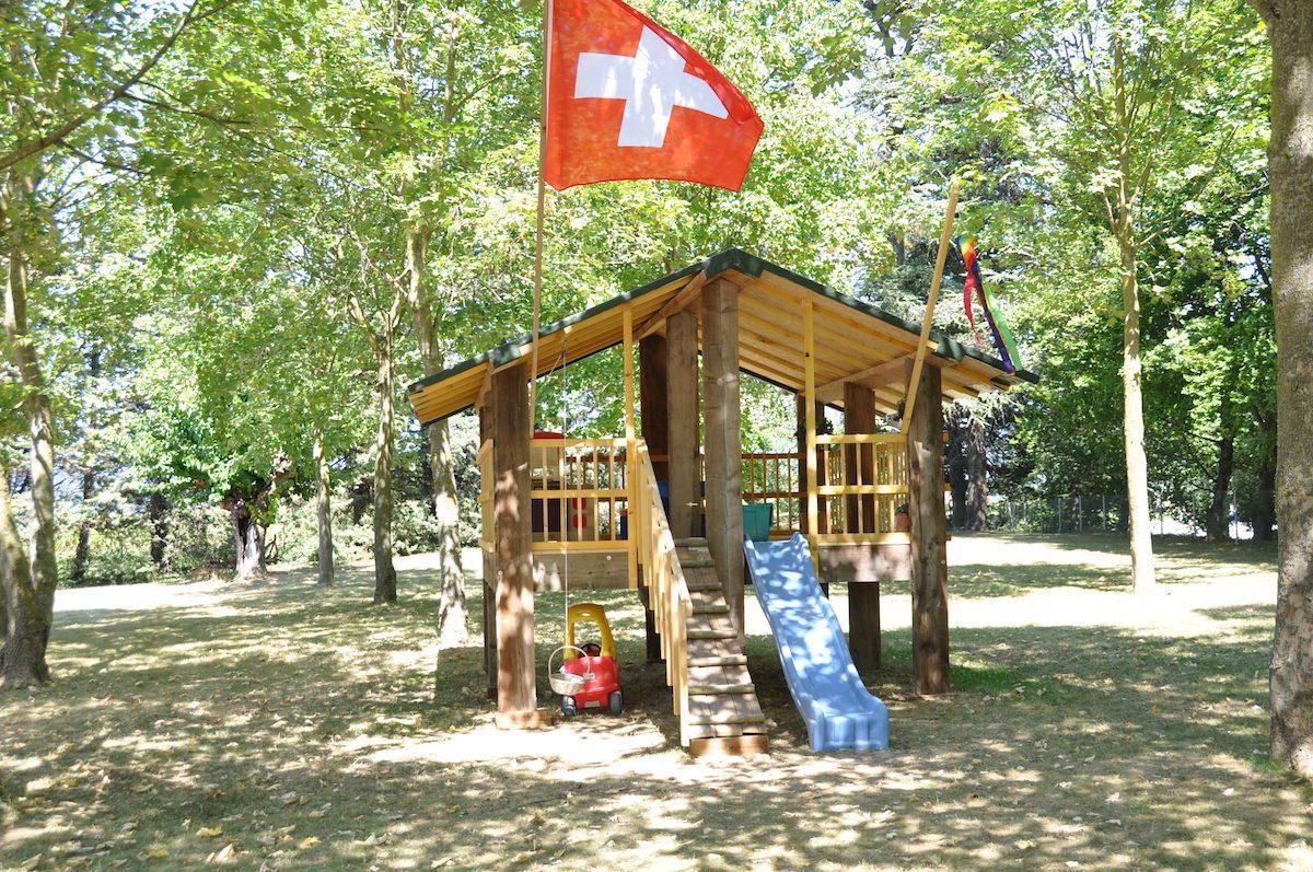 Speelhuisje op kleinschalig vakantiepark in Frankrijk