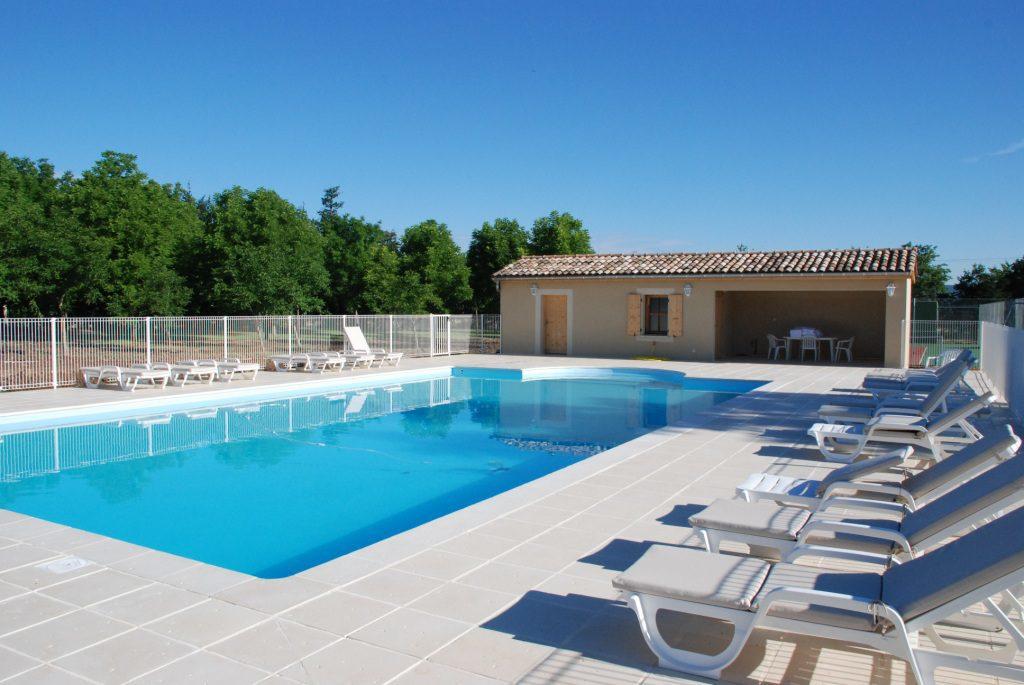Zwembad op vakantiepark in de Drôme