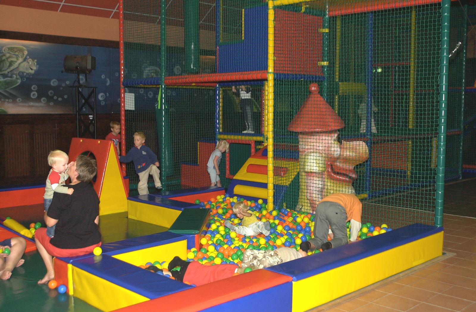 Overdekt speeltuin