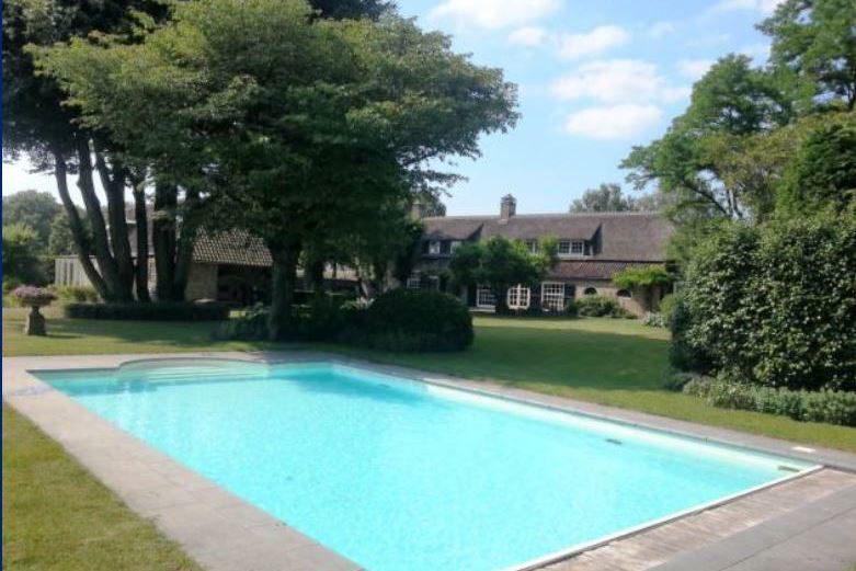 Vakantieboerderij met zwembad in Brabant