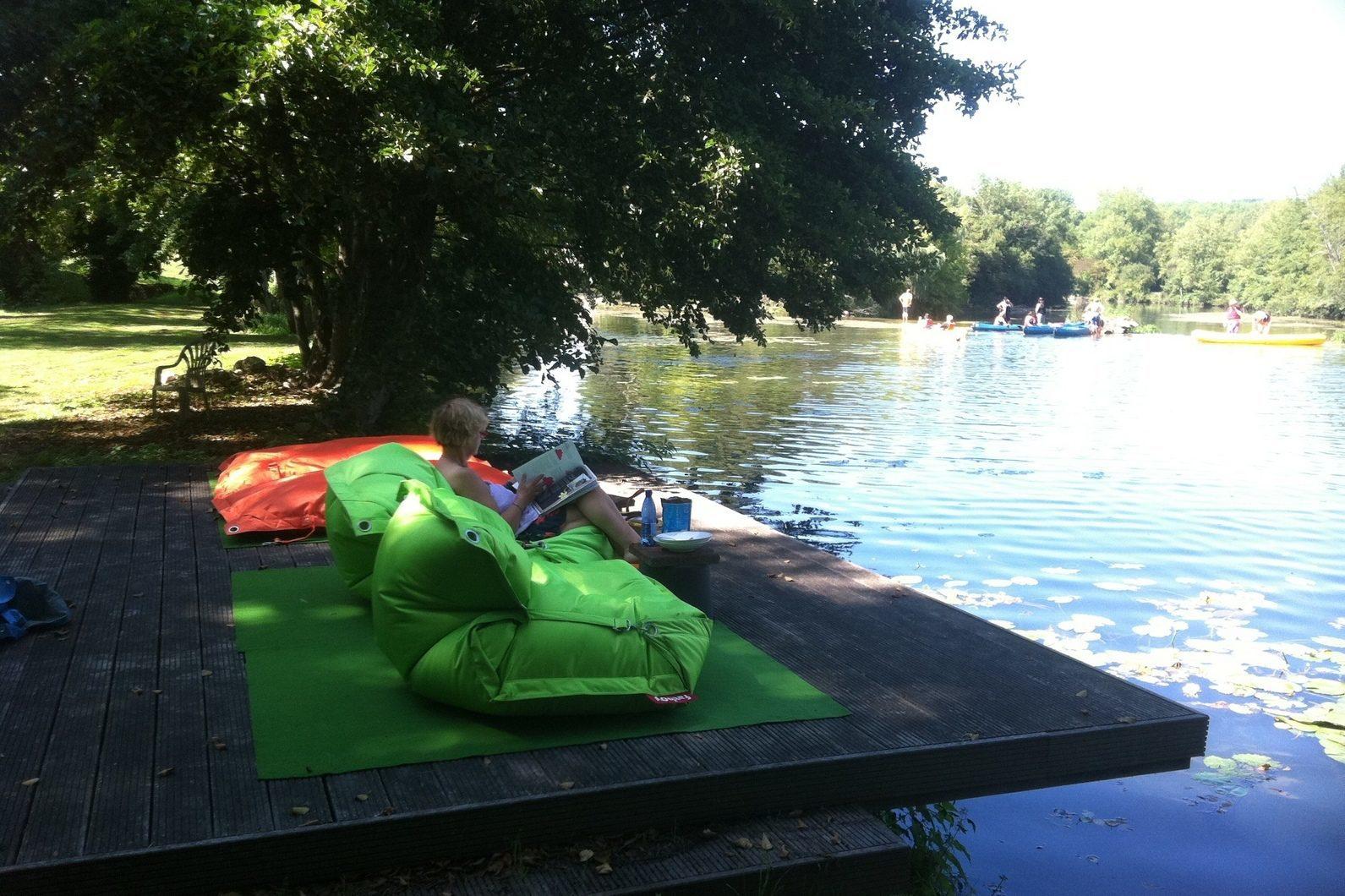 Zwemmen in de rivier la Dronne tijdens je vakantie in Frankrijk