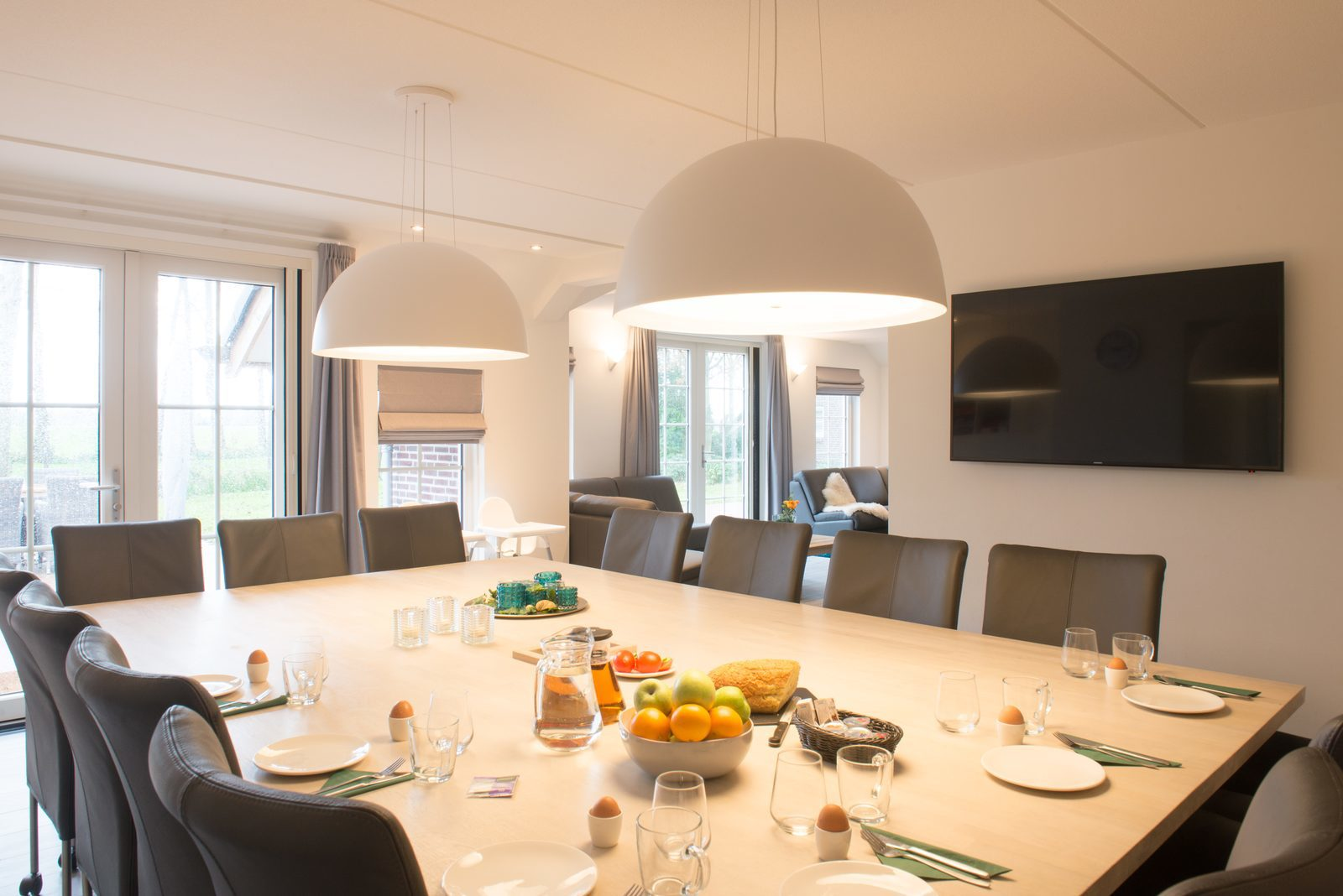 Wilgenhaege: ruim vakantiehuis met o.a. tafel voor max. 14 personen