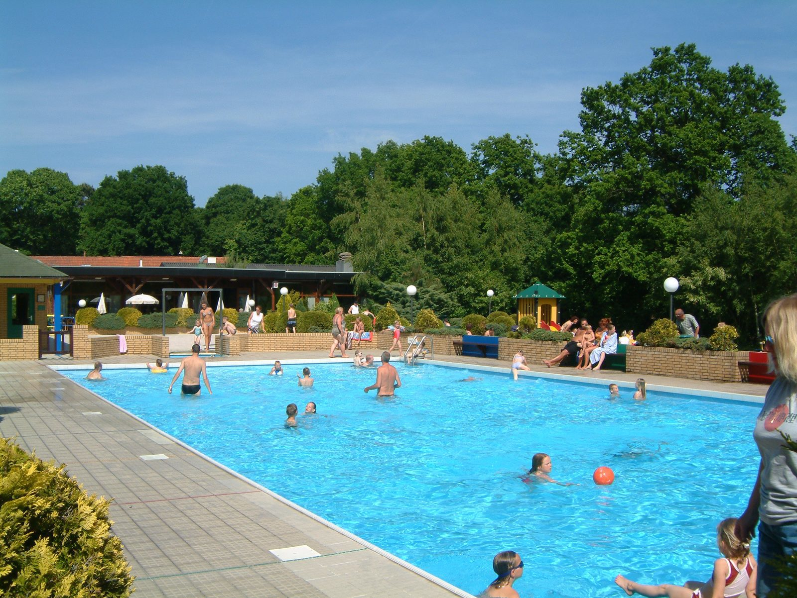 Parc de Kievit has a holiday home for 10 people in Brabant, where you can use the heated outdoor pool.