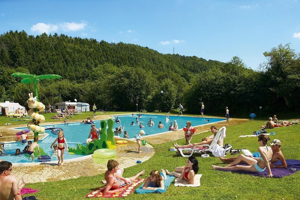 Campingplatz in den Ardennen mit Schwimmbad