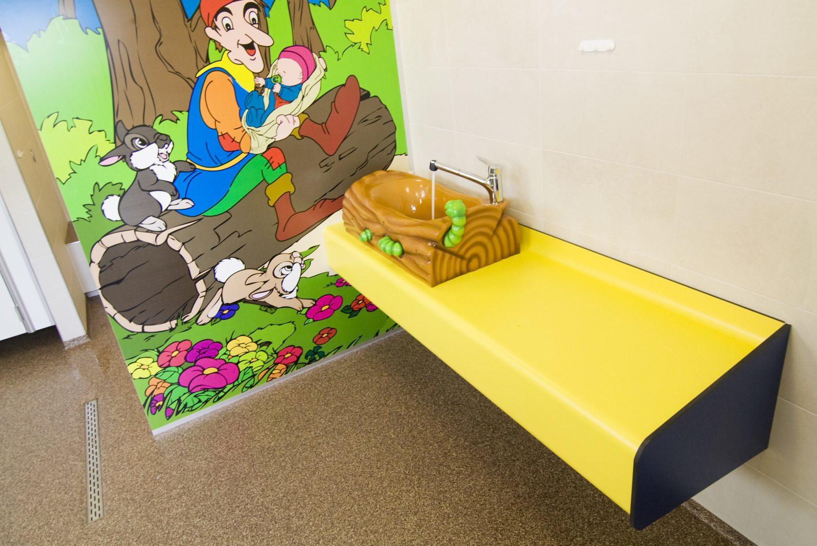 Kindersanitair in luxe toiletgebouw op camping van Recreatiepark De Boshoek