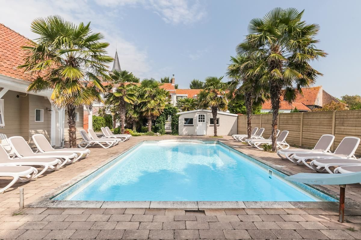 Ferienunterkunft mit Swimmingpool in Zeeland