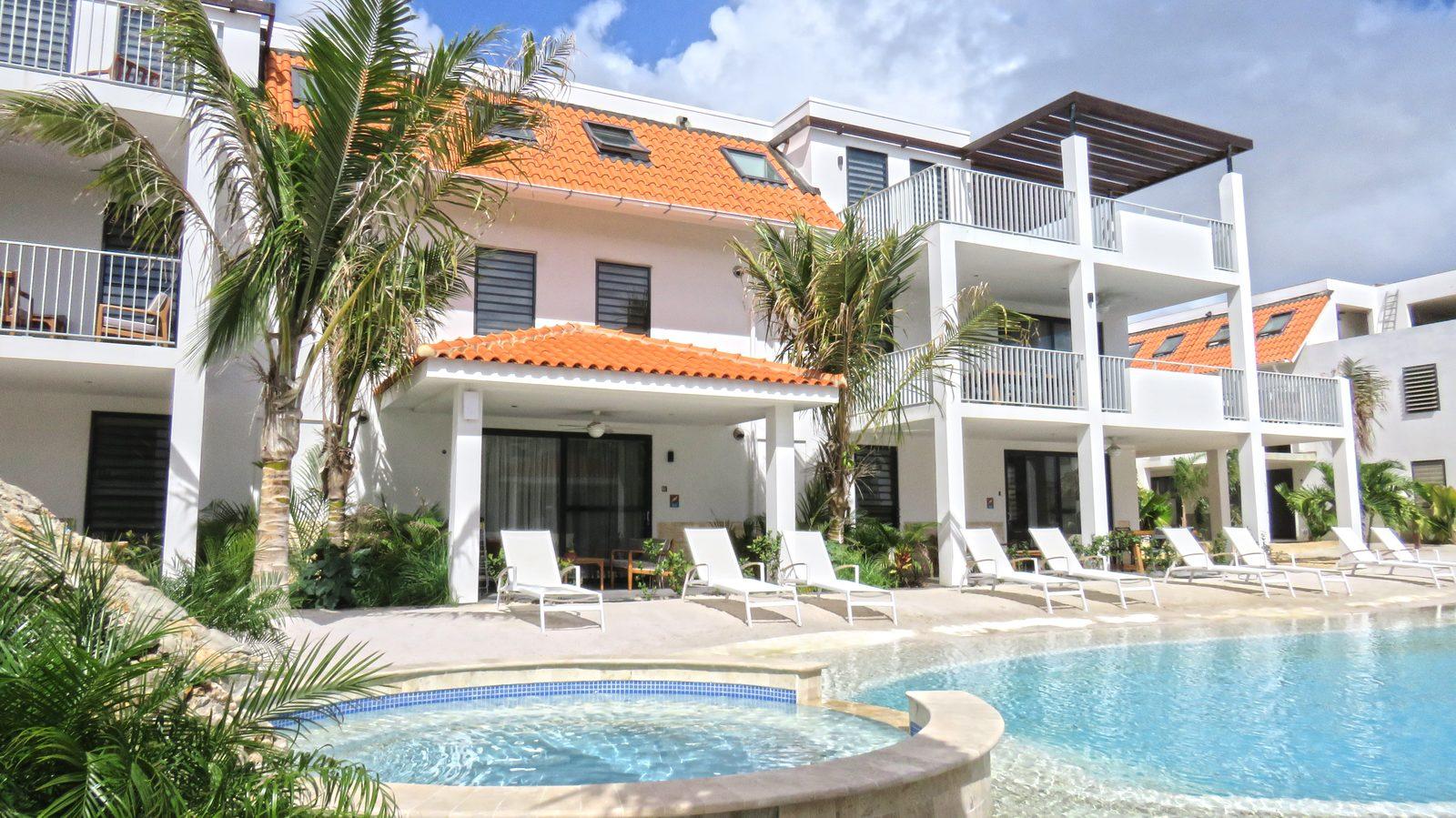 Schauen Sie sich das Resort Bonaire an, ein  Urlaubsort auf der wunderschönen Insel Bonaire. Die Luxus-Apartments im Resort Bonair sind für vier oder sechs Gäste geeignet.