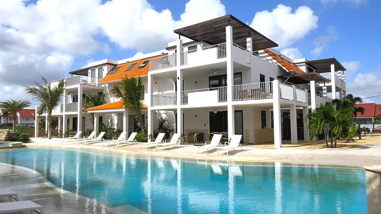 Looking for a stay on Bonaire? Choose Resort Bonaire. A new, luxurious resort with apartments that offer everything you need.