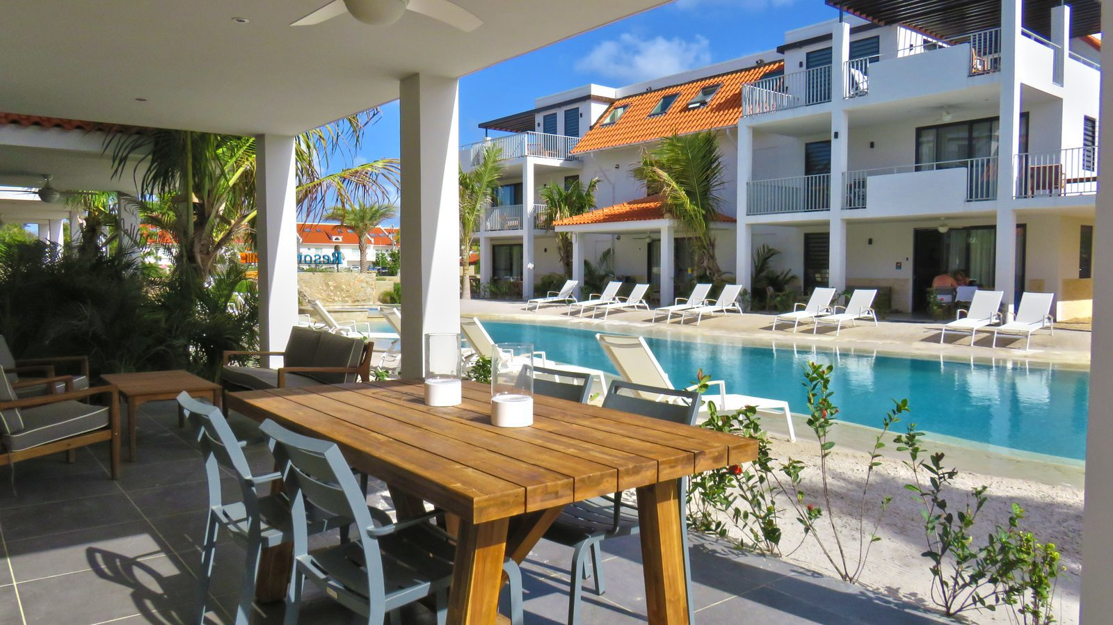 If you want to stay at an accomodation on Bonaire, you really need to take a look at Resort Bonaire. This is a new resort with nice facilities.