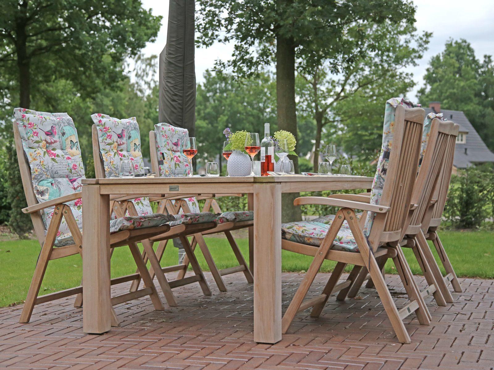 Uw tuinset van teakhout op het terras van uw vakantievilla op Hof van Salland