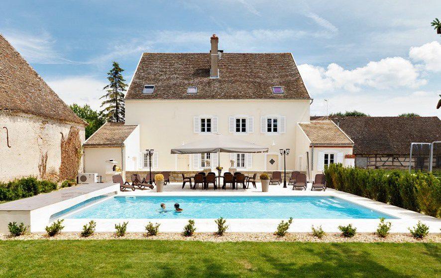 Luxe vakantiehuis met zwembad in de Bourgogne, Frankrijk