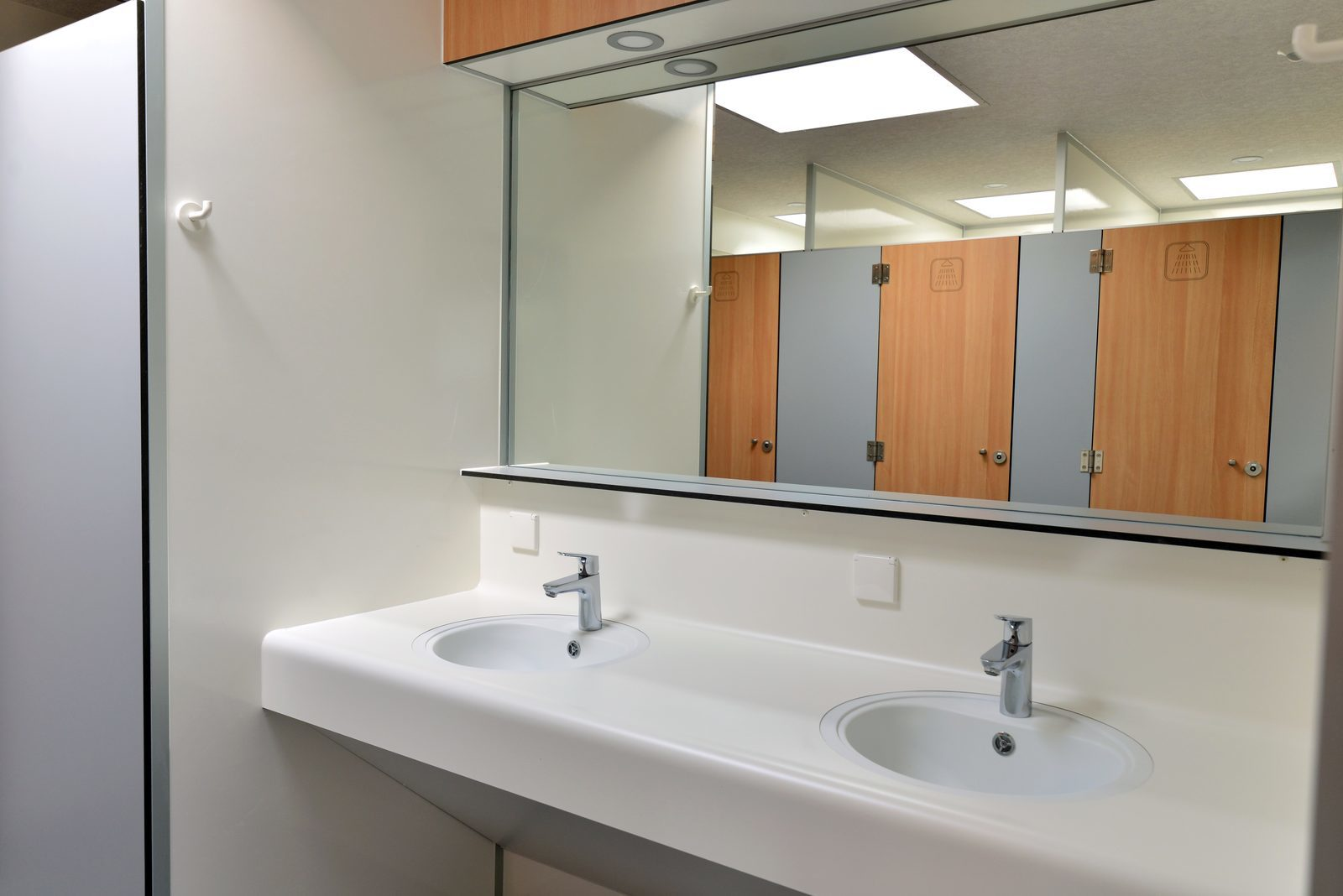 Sinks sanitary
