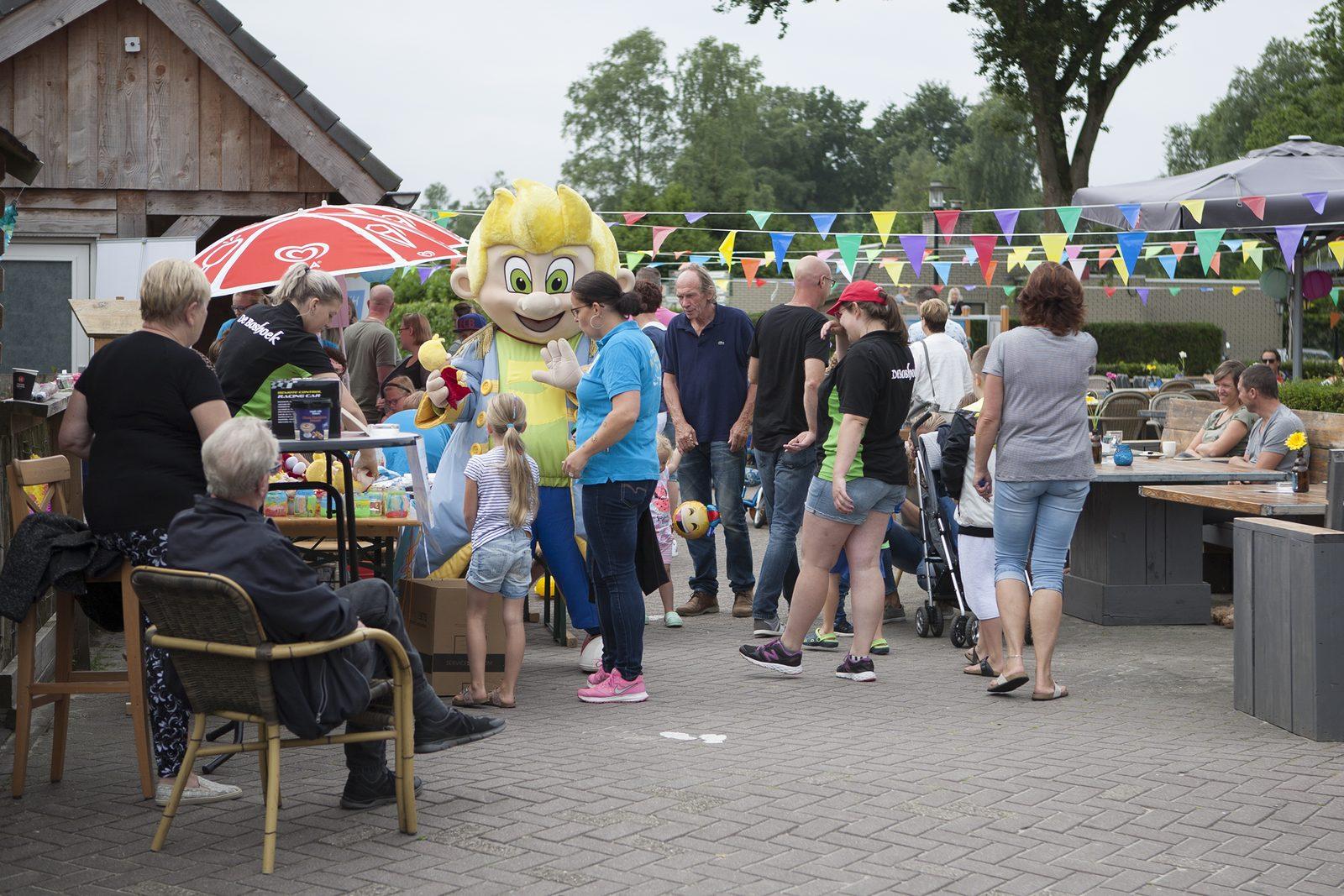 Goede Doelen Dag op Recreatiepark De Boshoek voor Stichting Lach voor een Dag