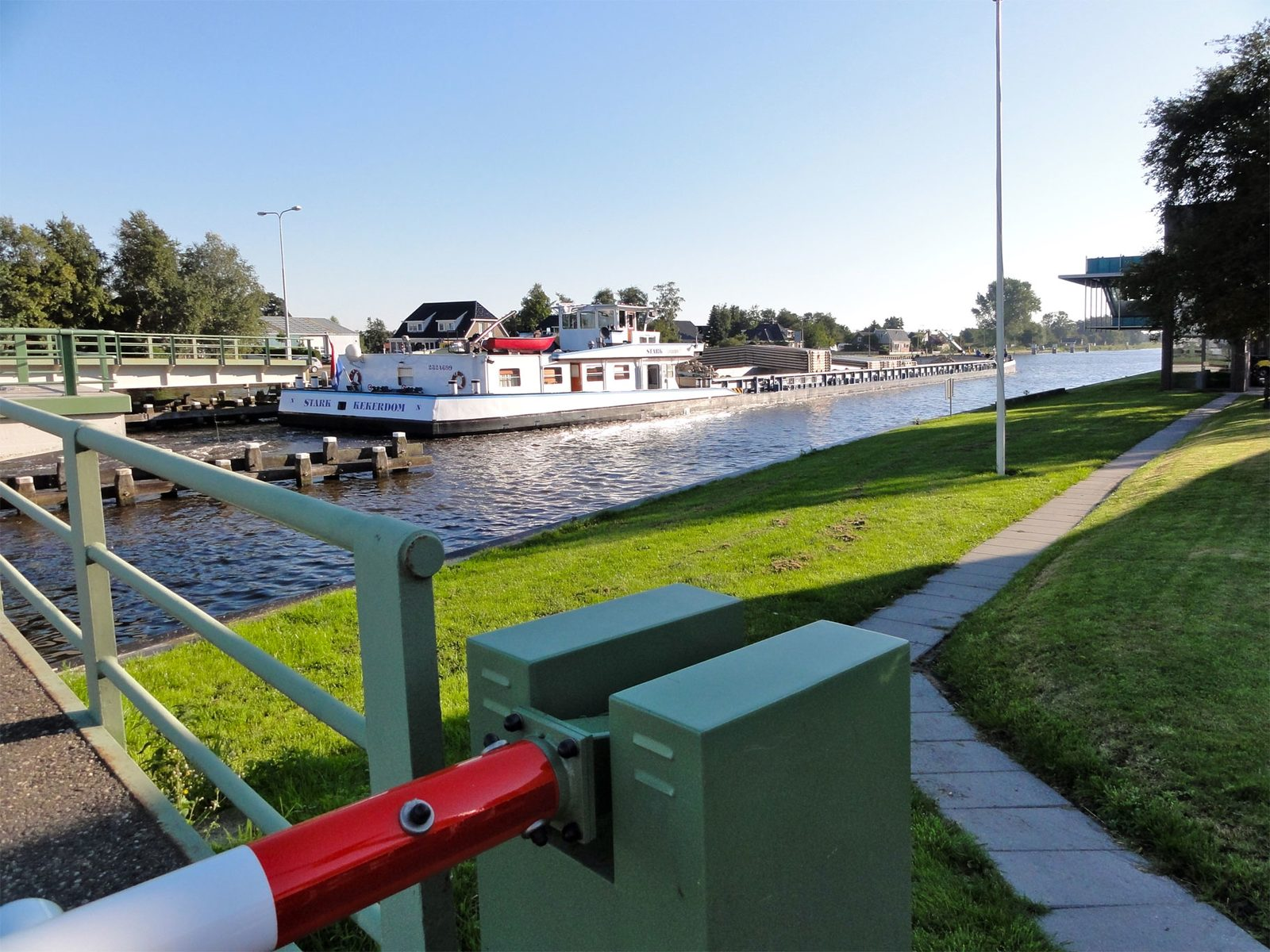 Fähre zur Überquerung des Prinses-Margriet-Kanals – Terherne.