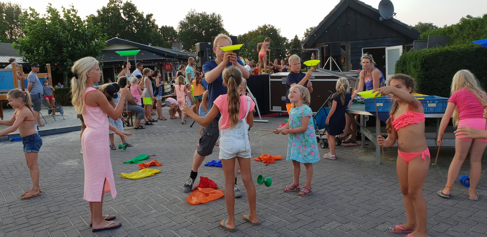 Meedoen met circusactiviteiten op Recreatiepark De Boshoek in Voorthuizen