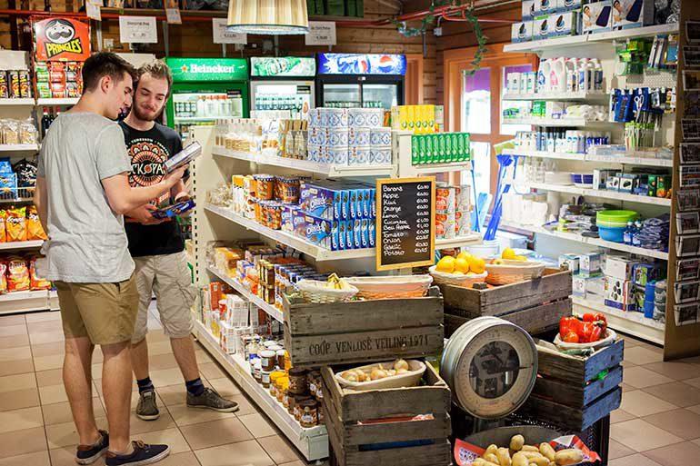 Supermarkt auf dem Campingplatz Zeeburg
