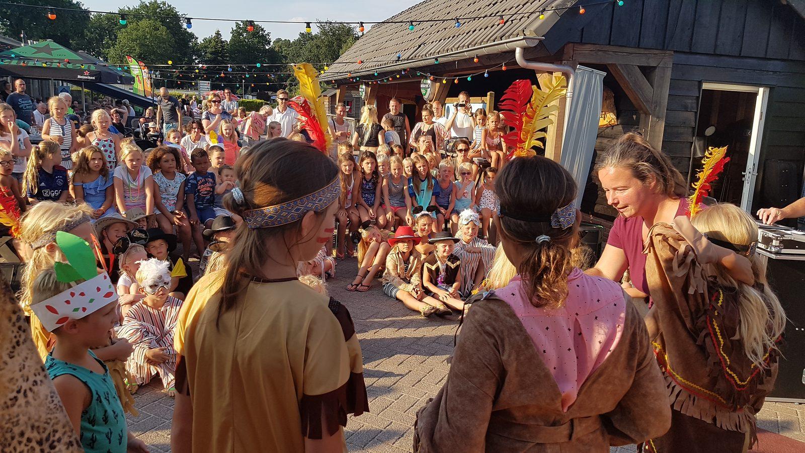 Leuke shows met het animatieteam tijdens vakantie op de Veluwe op Recreatiepark De Boshoek