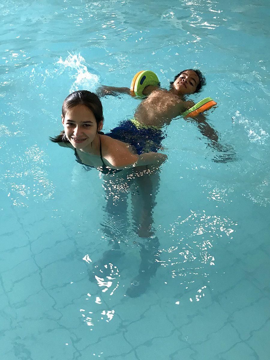 Genieten in het zwembad op De Boshoek