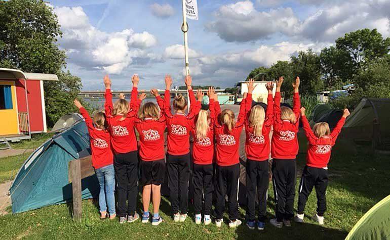 Mädchenteam des Fußballclubs IJburg
