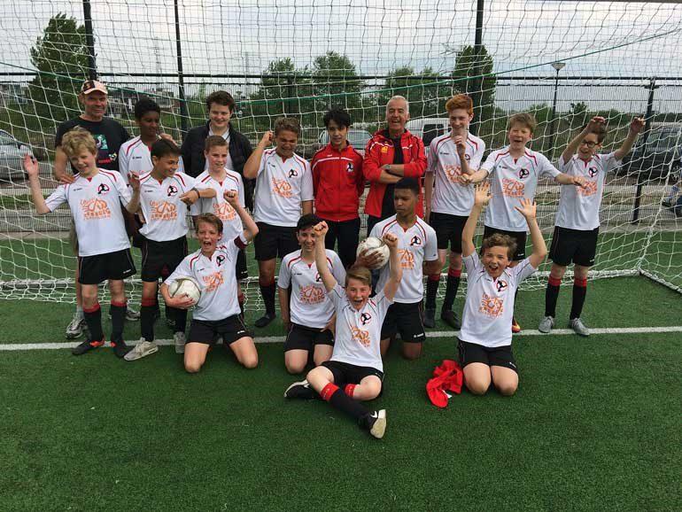 Jungenteam des Fußballclubs IJburg