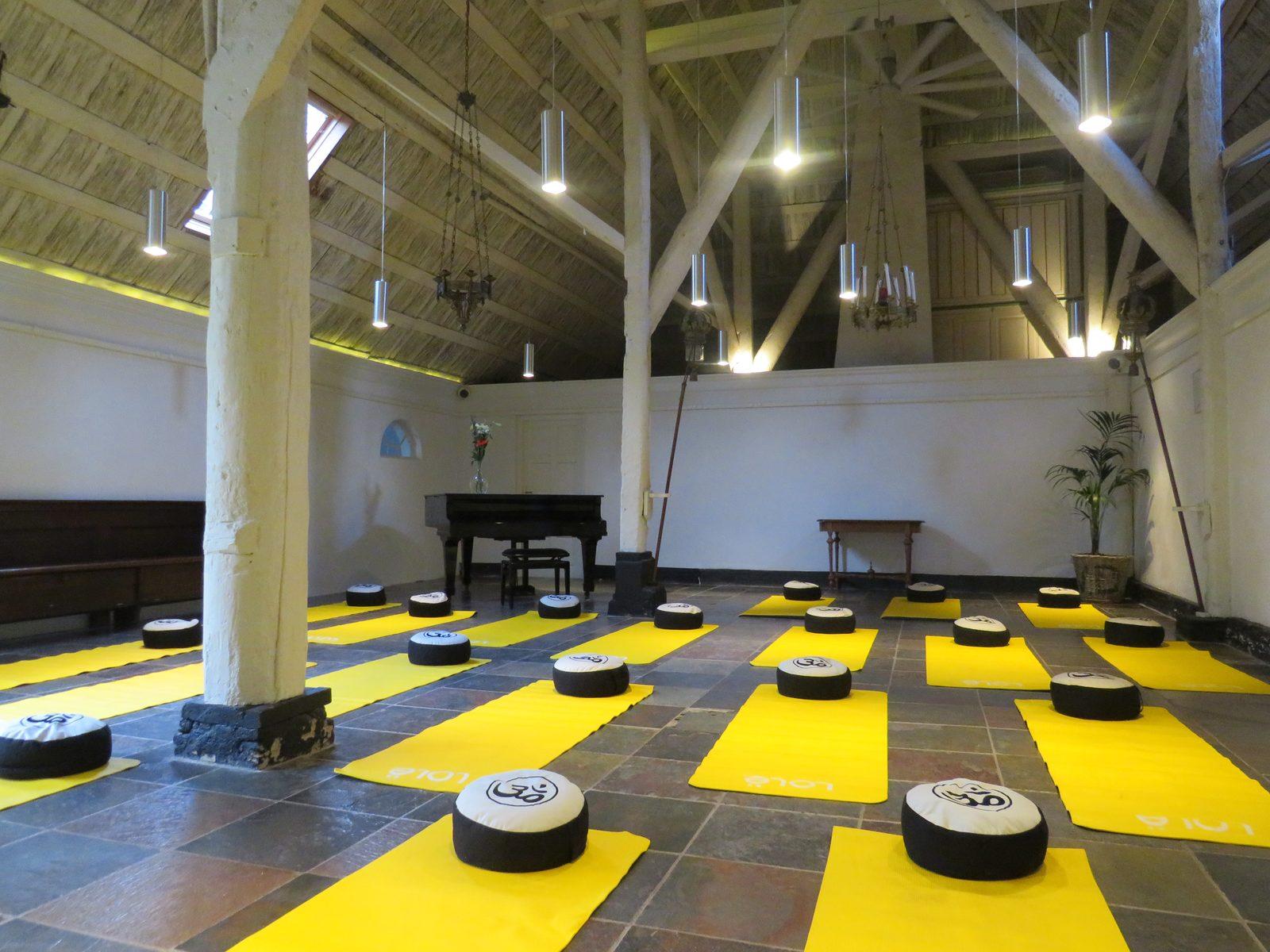 chapel mats yellow