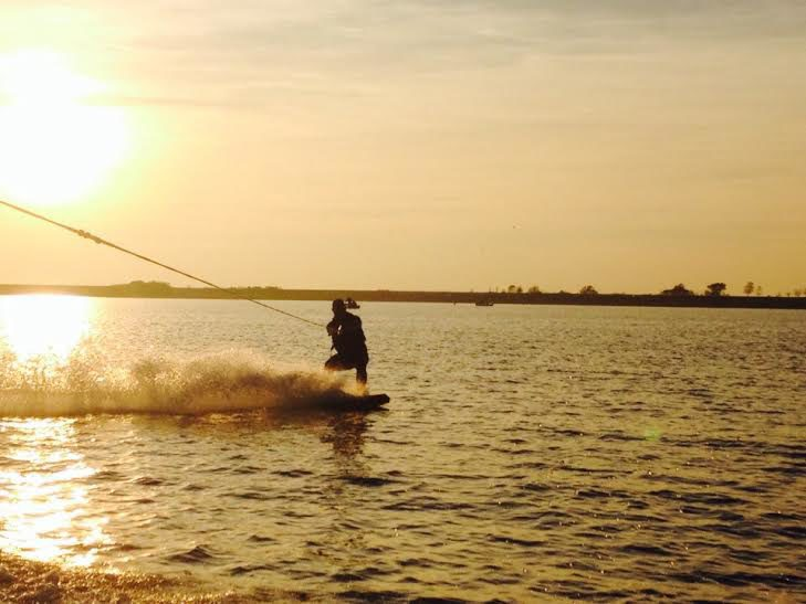 Wakeboarden en waterskiën
