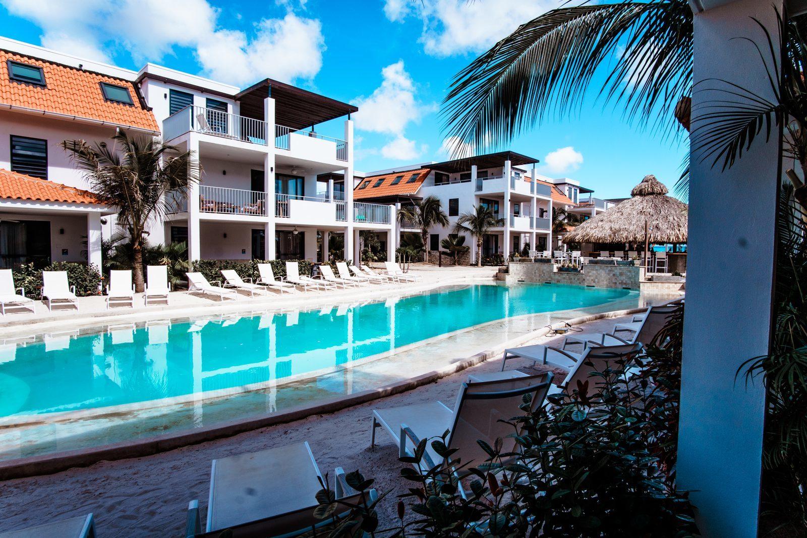 Das Resort Bonaire ist einer der wunderschönen Ferienorte auf Bonaire. Das Resort bietet unter anderem einen hübschen Swimmingpool.