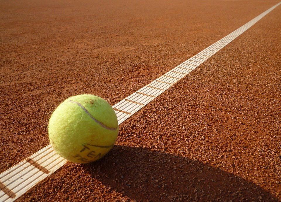 All weather tennisbaan