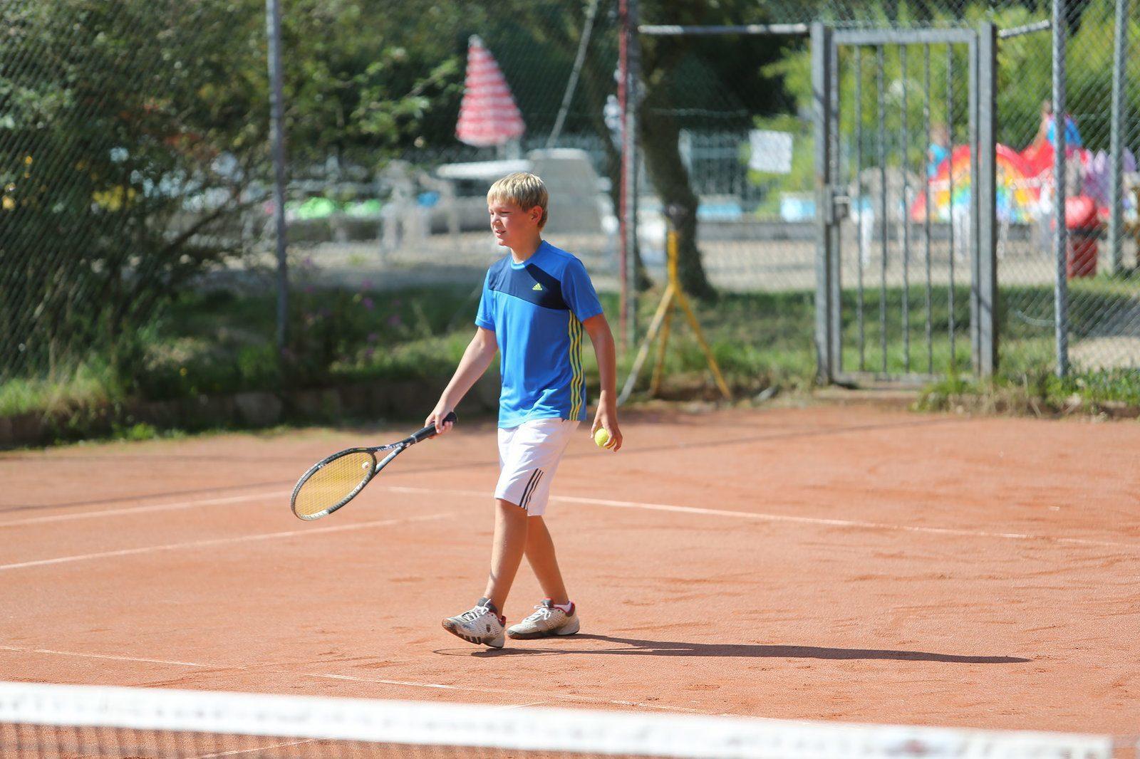 Facilities - Tennis court| Petite Suisse