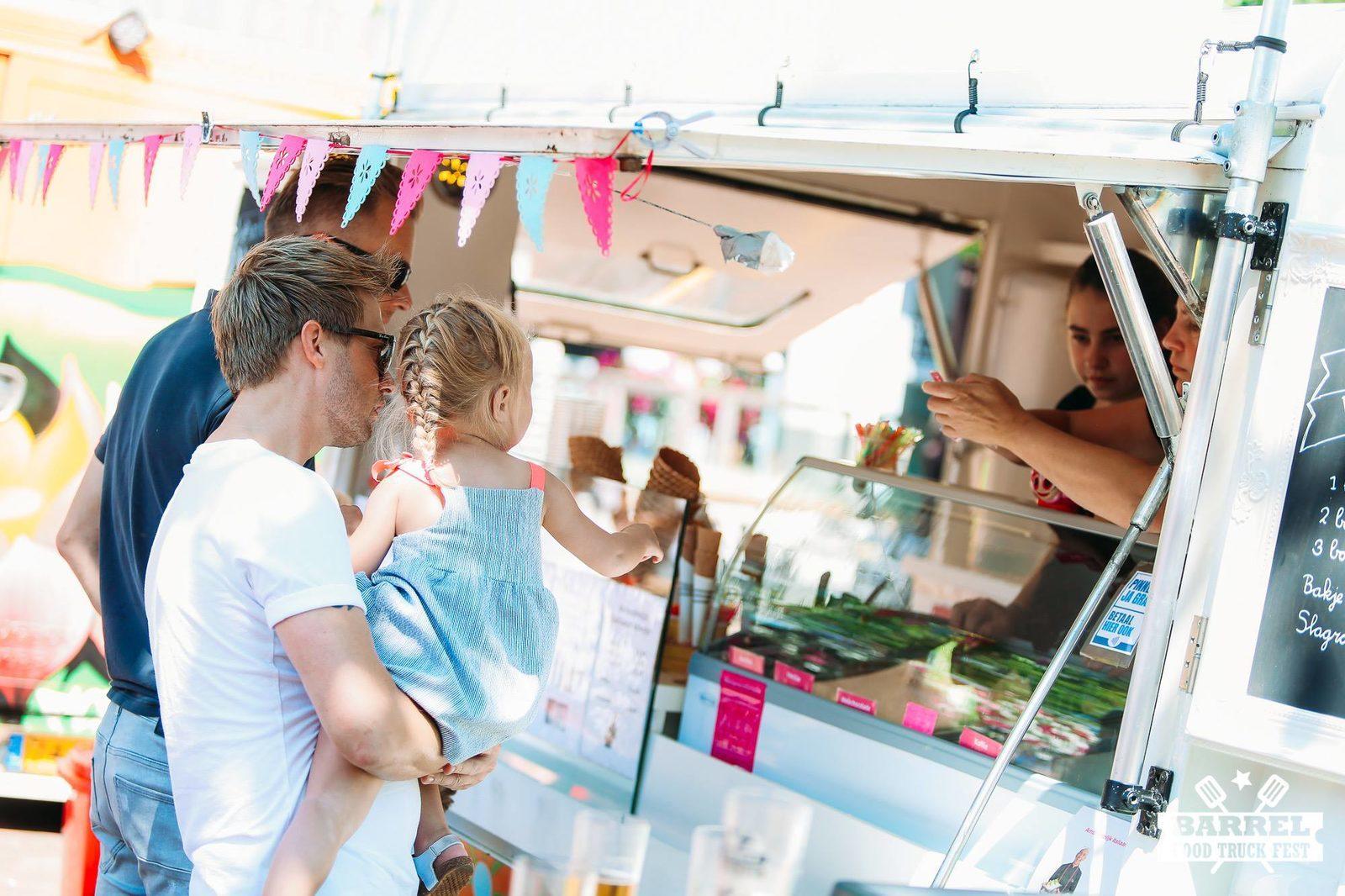 Barrel food truck festival in het centrum van Hardenberg