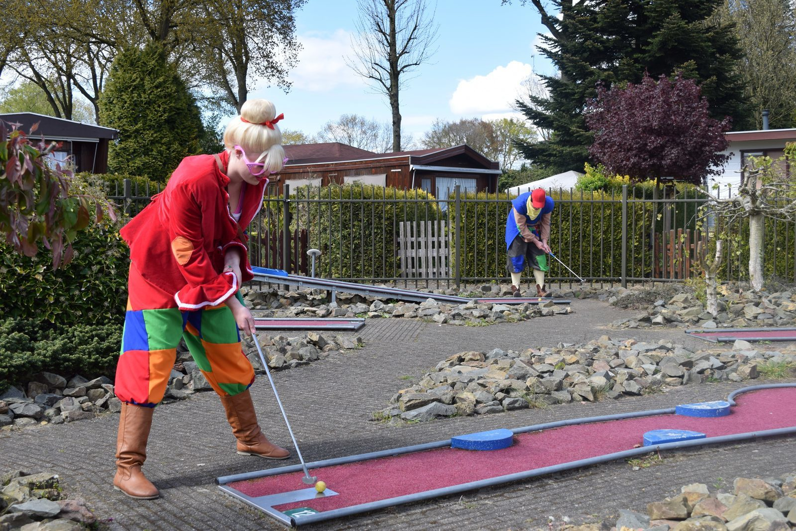 Keessie and Willie at the miniature golf course