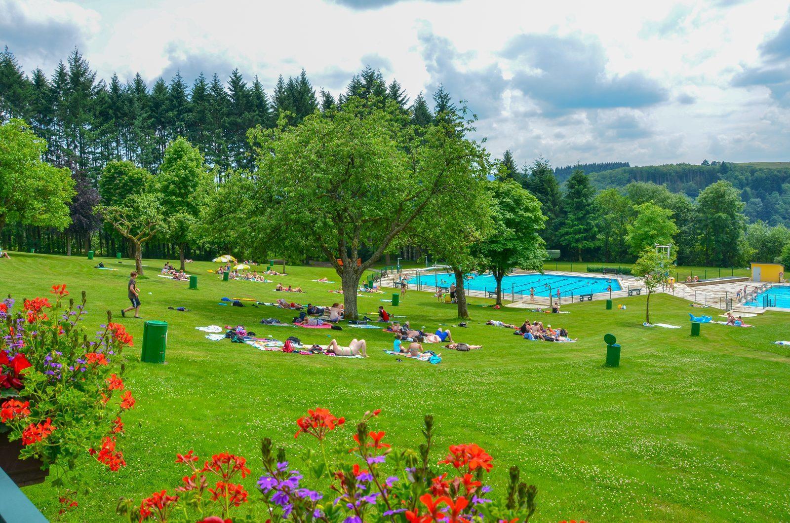 Zwembad van Vianden makkelijk te bereiken vanaf vakantiepark Walsdorf