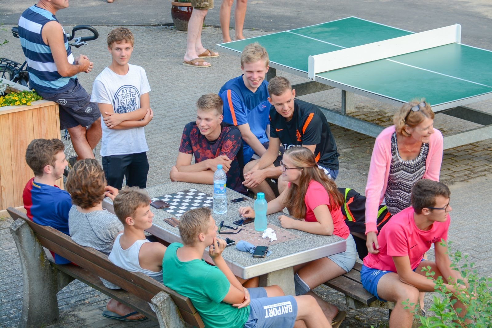 Jongeren op de Beter Uit vakantieparken