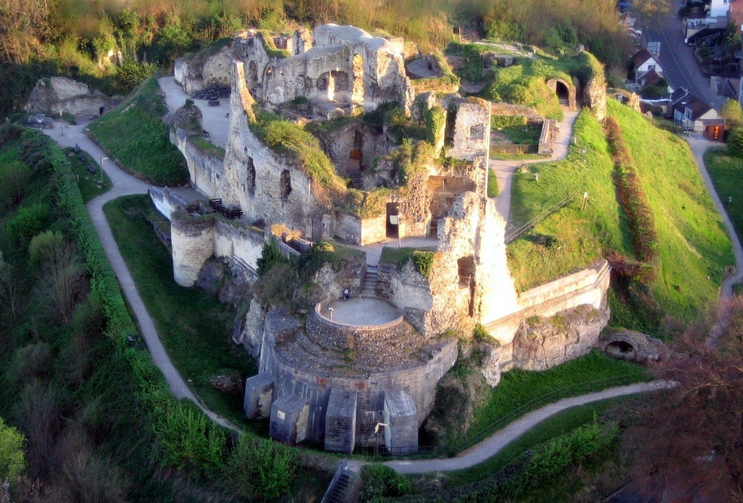 Castle ruins Fluweelengrot