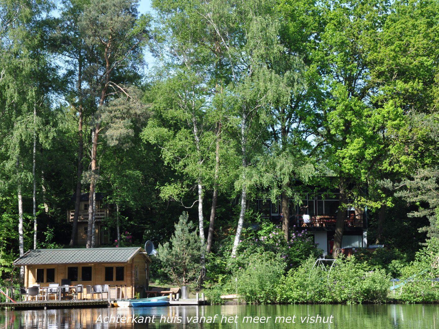 Villa Vechtdal vakantiehuis aan het water met visvijver