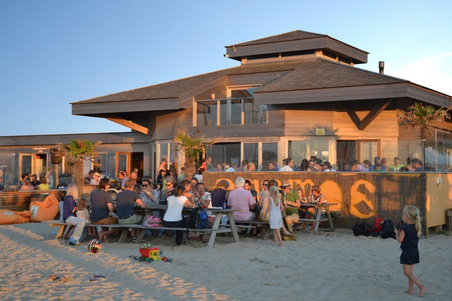 Anemos beachclub en watersportschool