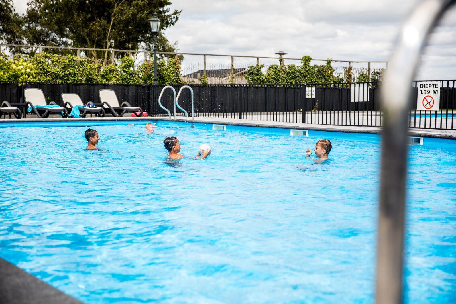 Beheiztes Outdoor-Schwimmbad