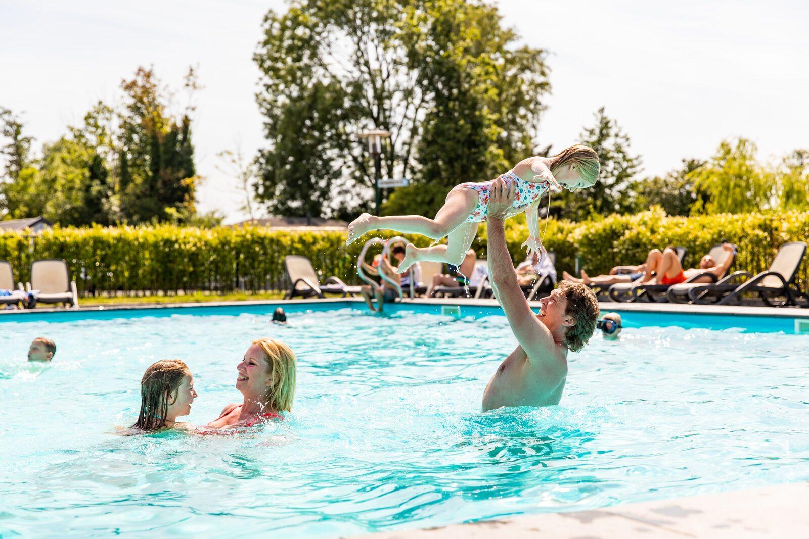 Parc de vacances avec piscine aux Pays-Bas