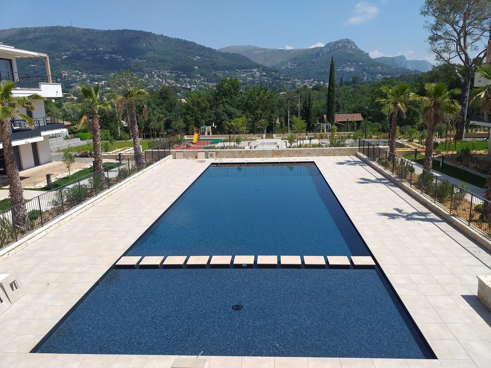 Holiday Suites Vence piscine